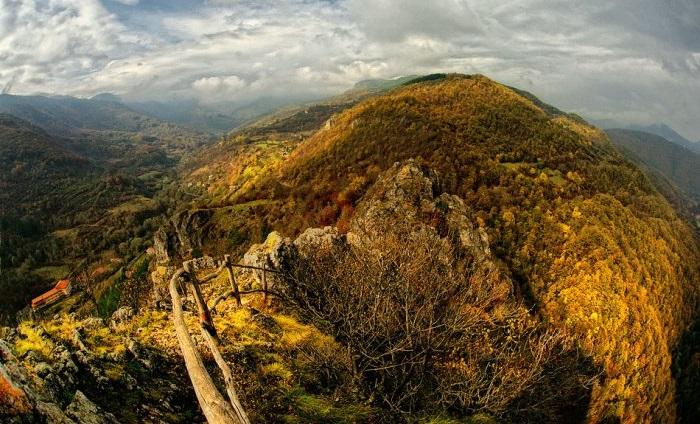 Български и сръбски туристи организират тази сутрин съвместен поход в Трънско.Това е първата съвместна проява на Трънското туристическо дружество и туристическо...