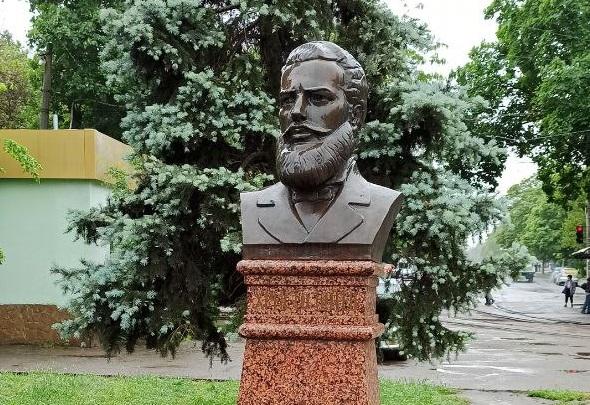 """Днес, на 2-ри юни 2021 г. в 12:00 ч. по инициатива на Всеукраинската обществена организация """"Конгрес на българите в Украйна"""" се проведе церемония на полагане..."""
