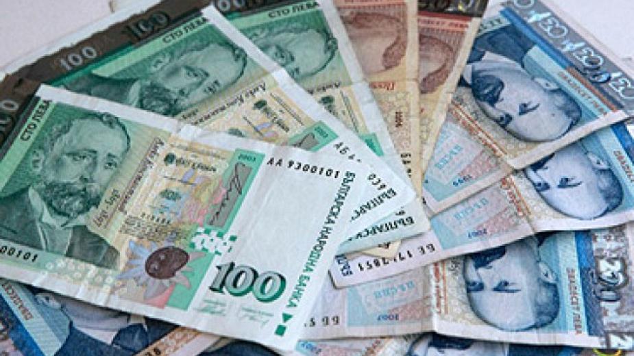 България е една от трите страни в ЕС, които не все още са установили със закон критерии за актуализиране на минималните работни заплати. Другите две са...