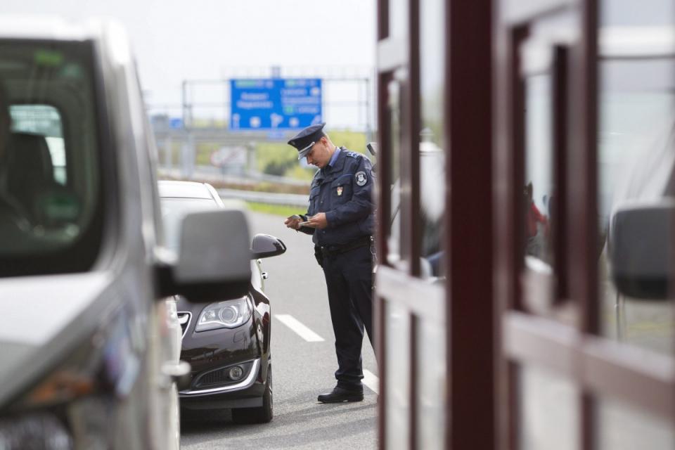 България затвори границите си. Здравният министър издаде заповед, с която се въвежда временна забрана за влизането на територията на България. Със същата...