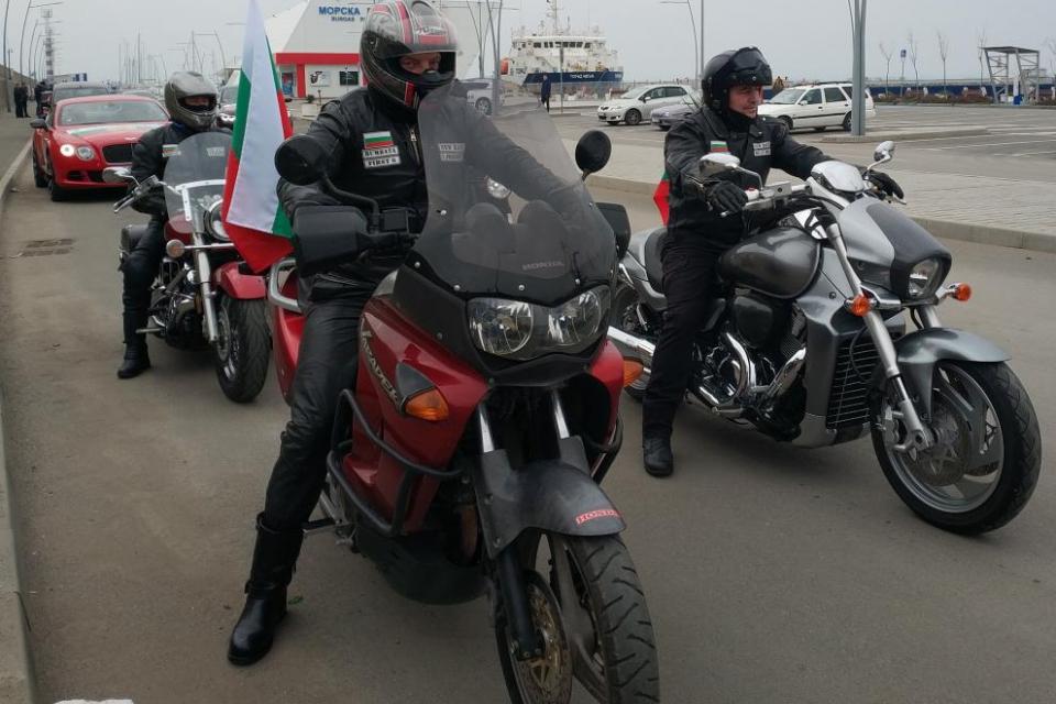 Стотици бургазлии и мотористи от цялата страна се включиха в третото Българовско шествие по повод годишнината от освобождението на България от османско...