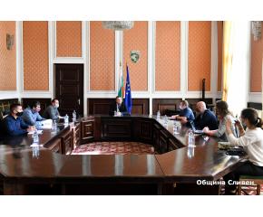 Български и американски военнослужещи посетиха Община Сливен
