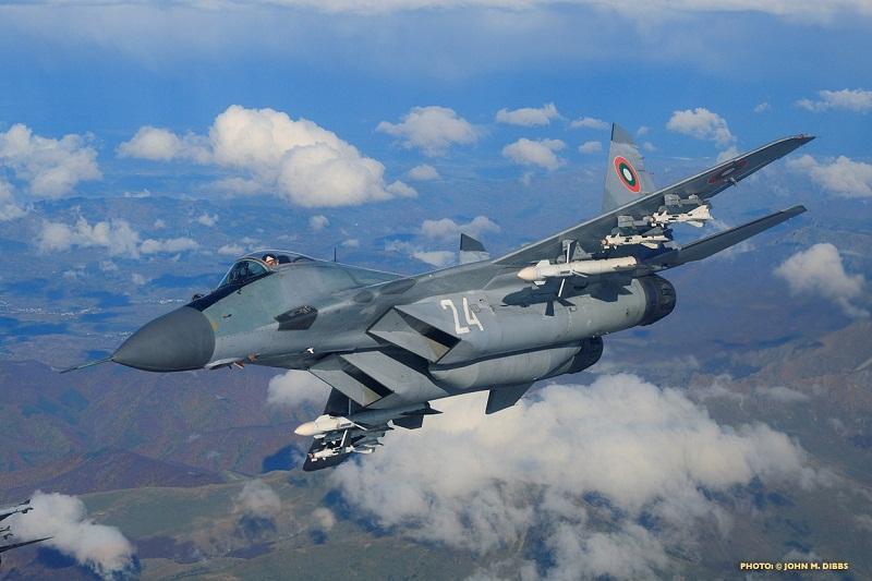 Изтребител на българските ВВС е претърпял инцидент тази нощ. Самолетът е паднал по време на учение в открито море край Шабла, пилотът се издирва, съобщи...