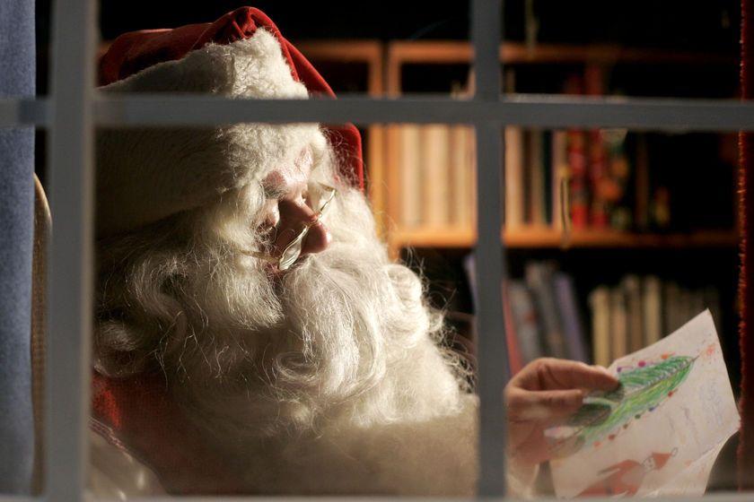 """За 25-та поредна година """"Български пощи"""" организира конкурс """"Най-красиво писмо до Дядо Коледа"""". За да е валидна кореспонденцията, на плика трябва да е..."""