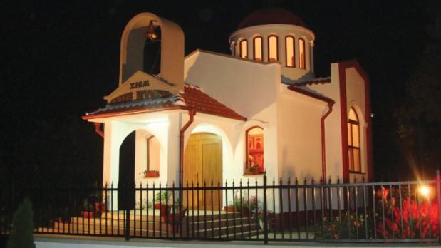 """И в стралджанското село Чарда, където храмът също се нарича """"Св. Успение Богородично"""", ще празнуват в събота и в неделя, научи 999 от кметския наместник..."""