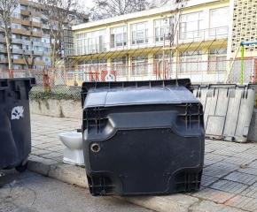 Част от поставените нови контейнери за смет вече са повредени