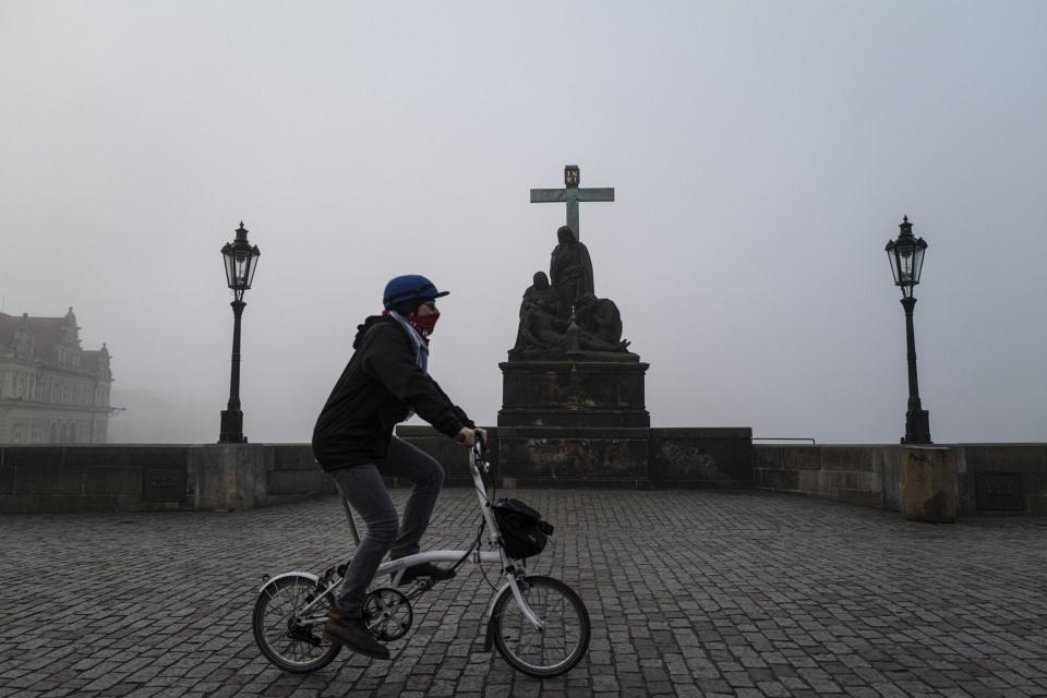 Чехия затвори границите си за чужденци, считано от днес, 30 януари, с цел да бъде ограничена пандемията от коронавируса. Чуждестранните граждани няма...