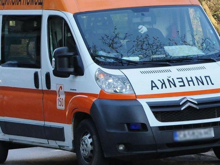 Мъж е загинал, а двама възрастни и едно дете са с опасност за живота след катастрофа на пътя Бургас-Елхово. Това съобщи Цветелина Рандева, говорител на...