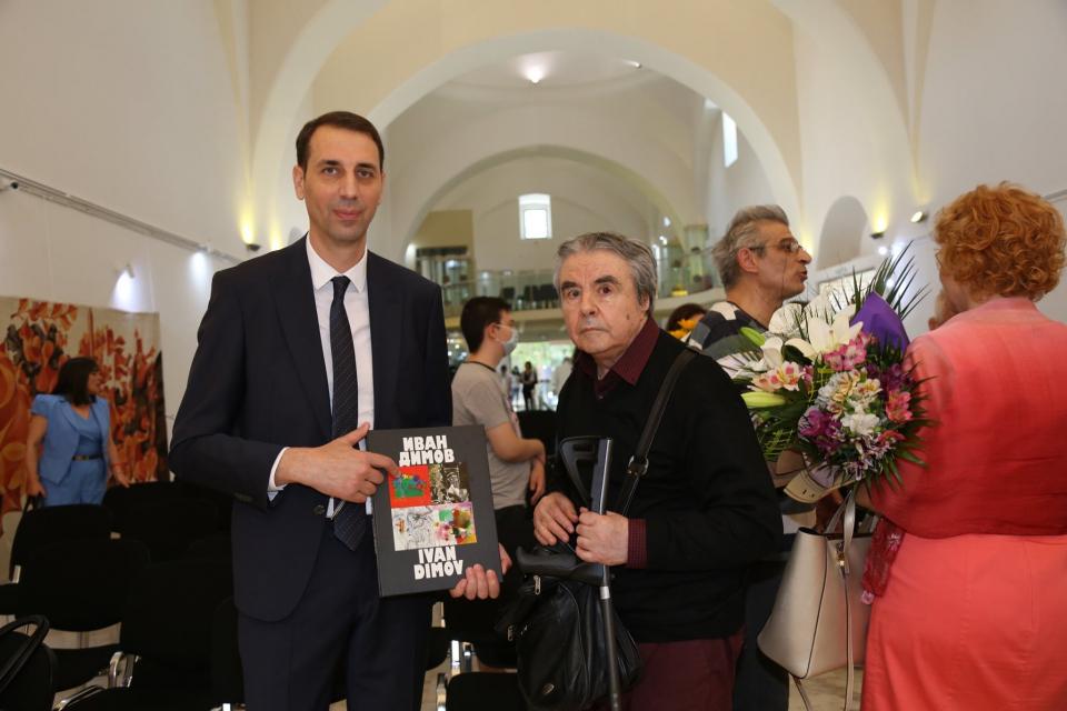 На днешната дата 78-мия си рожден ден посреща един генерал в изкуството, както го нарича председателят на Дружеството на писателите в Ямбол Тенко Тенев...
