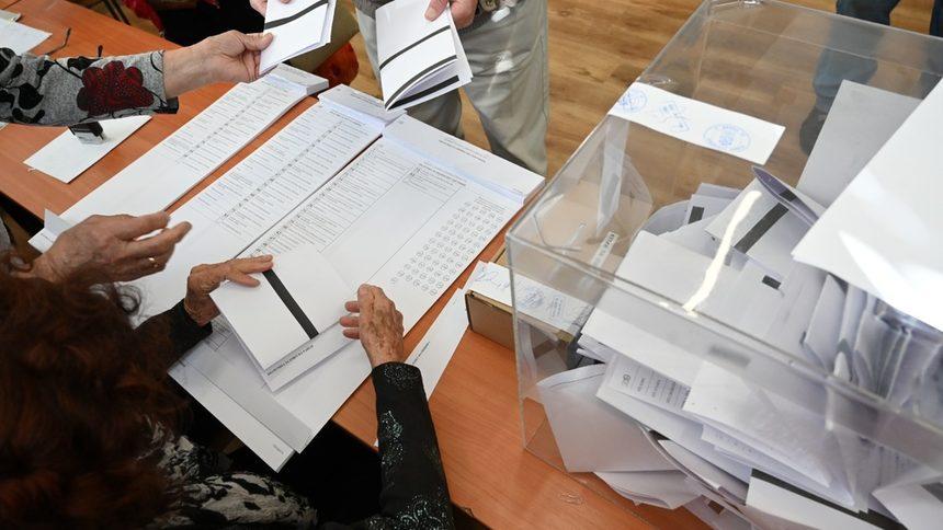 """За четири нарушения в началото на изборния ден сигнализира Коалиция """"ГЕРБ-СДС"""" Районната избирателна комисия в 31 МИР Ямбол. Един от сигналите до РИК..."""
