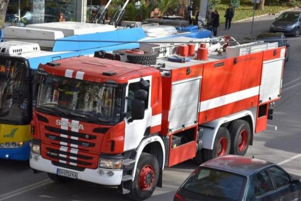 """Четирима души са пострадали в събота при пожари в жилищата си, научи 999 от ГД """"Пожарна безопасност и защита на населението"""". Мъж на 70 години и жена..."""