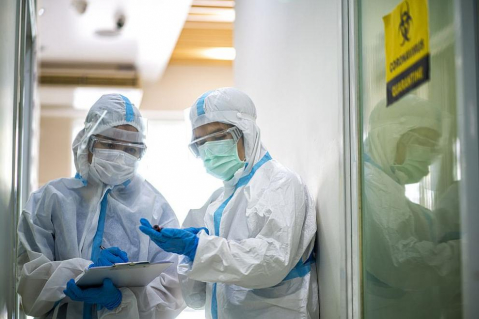 Четирима души от Ямбол и един от Сливен са с положителни проби на коронавирус, отчетени от лабораториите снощи. В София има 9 нови случая, в Плевен и Благоевград...