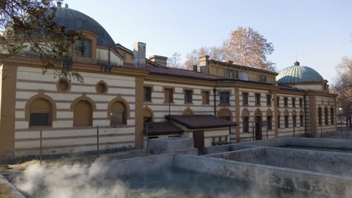 Известната Чифте баня в Кюстендил, която работеше без прекъсване от откриването си през 1913 г., дори и през войните, но се наложи да затвори преди повече...