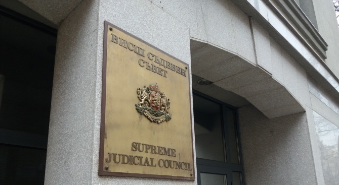 Прокурорската колегия на Висшия съдебен съвет, реши да изпрати препис от искането на Главния прокурор за временно отстраняване от длъжност на Стойко Иванов...