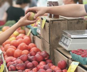 Данъчни тръгнаха по пазарите за плодове и зеленчуци