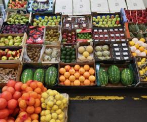 Данъчни затвориха зеленчуковата борса в Русе
