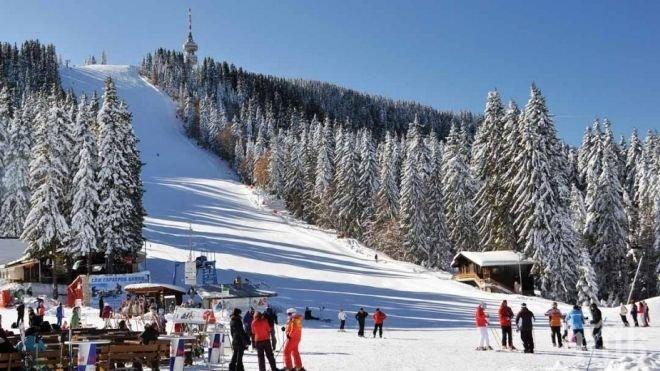 Данъчните вече обикалят по зимните ни курорти. Във връзка с очакните празнувания за Нова година се очаква по-голям брой туристи в Банско, Пампорово и Боровец....