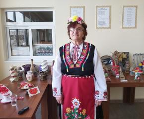 """""""Делник"""": Самодейката от Болярово Мара Христова: Имам цели тефтери с песни – за поколения напред"""