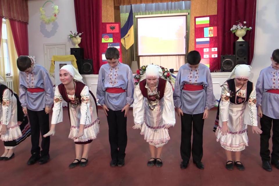 На 29 октомври бесарабските българи от Молдова и Украйна честват своя празник. Датата 29 октомври (15 октомври по стар стил) е избрана поради това, че...