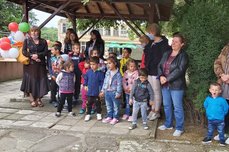 """Пъстра поредица от празници по повод Деня на детето- 01 юни, отново озари детските градини на територията на община """"Тунджа"""" . Детските празници се провеждат..."""