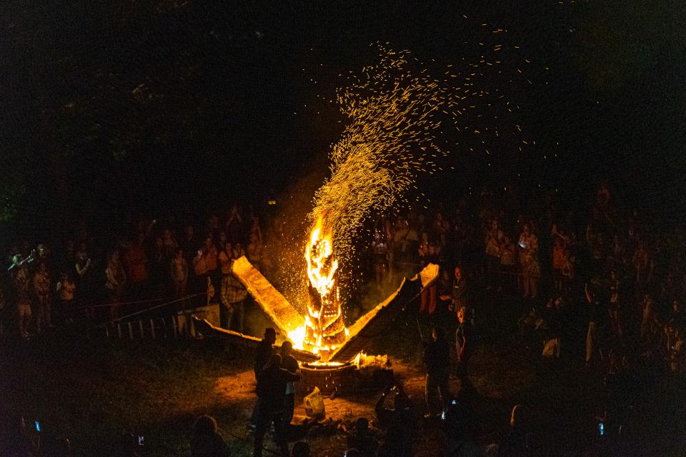 В Деня на Ямбол Градският парк продължи да бъде оживена сцена на културни събития. Последните две събития бяха вдъхновени от Деня на лятното слънцестоене,...