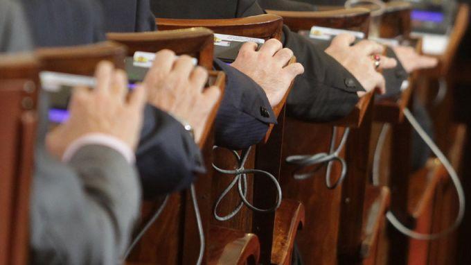 Народното събрание ще разгледа окончателно Закона за храните, който за първи път регламентира онлайн търговията при хранителните продукти.Завишаване на...