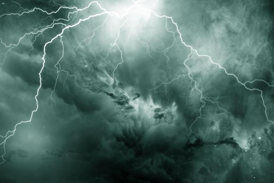 Десетки селища останаха без ток след снощната буря. Все още без електричество са селата в област Ямбол Каравелово, Болярско, Сламино, Робово, Саранско,...