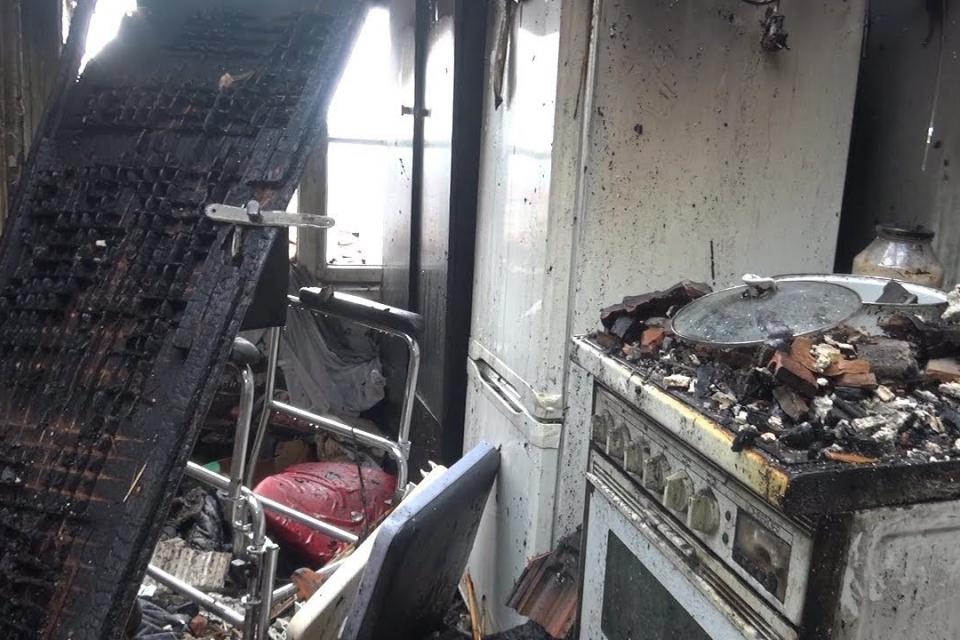 12-годишно дете с церебрална парализа пострада вчера при пожар в къща в Лом. Детето е настанено за лечение в местната болница с 20% изгаряния по крайниците...
