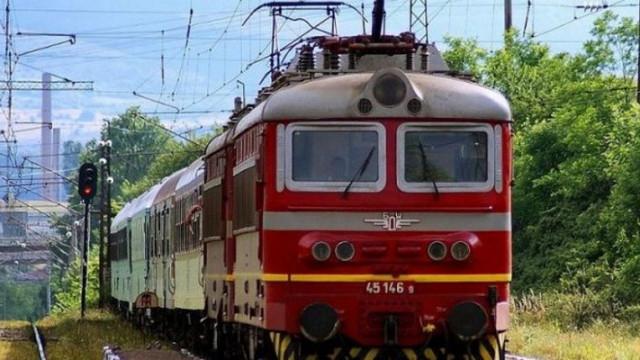На 26 юли, в 20,45 часа, на ЖП-линия София-Бургас, на около 3 км. източно от ЖП гара Твърдица, влакова композиция, движеща се по направление гр.Карлово-гр.Бургас,...