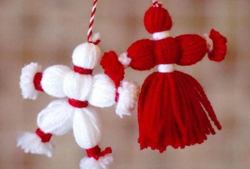 """Във виртуален урок децата от българското училище """"Христо Ботев"""" в Ню Йорк научиха как се правят мартеници от екскурзоводи от Историческия музей в Смолян,..."""