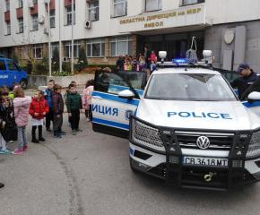 """Деца от ДГ """"Пламъче"""" гостуваха в ОДМВР - Ямбол"""