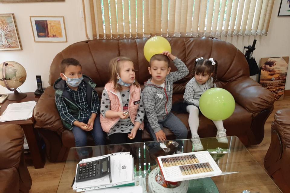 Деца от детските градини в град Стралджа гостуваха в кабинета на кмета по повод Деня на детето. Поради извънредната ситуация, ръководството на община Стралджа...