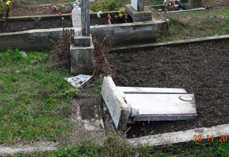 Установени са извършителите на вандалския акт в гробищния парк на град Нова Загора. Полицейските служители започват работа по случая на 29 ноември, след...