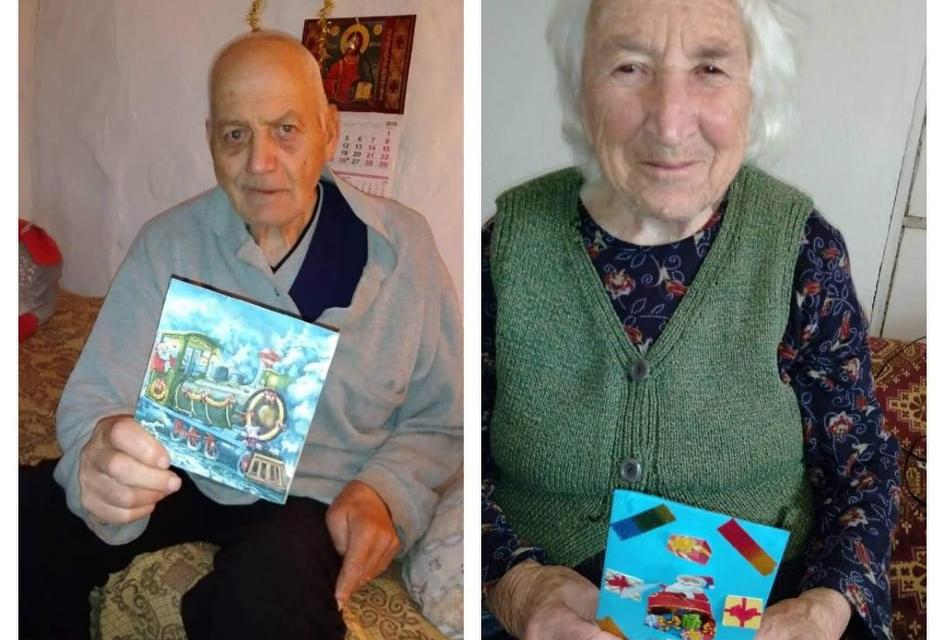 """Десетки възрастни хора, които са потребители на проекта """"Патронажна грижа за нуждаещи се лица"""" получиха картички изработени от деца по време на коледно-новогодишните..."""