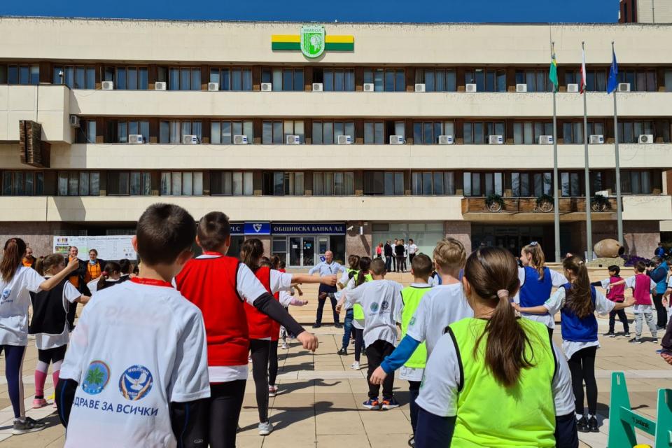 """Семинар и занимание по """"Детска атлетика"""" се проведе в Ямбол на 16 април. Семинарът, в който участваха учители, треньори и атлети от местните клубове бе..."""