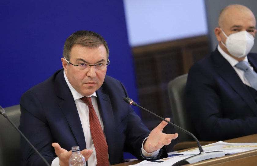 От понеделник, 22 март, затварят всички училища, детски градини и ясли. Това обяви здравният министър Костадин Ангелов на брифинг днес. С негова заповед,...