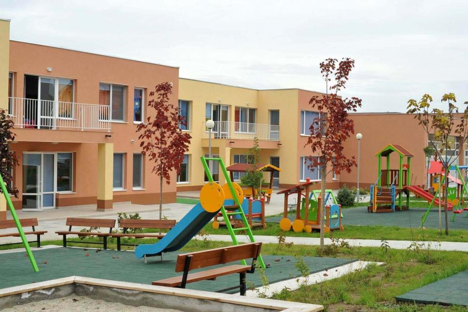 Не е дошъл моментът, в който да се отворят детските градини и яслите, съобщи министърът на здравеопазването Кирил Ананиев на редовния брифинг на Националния...