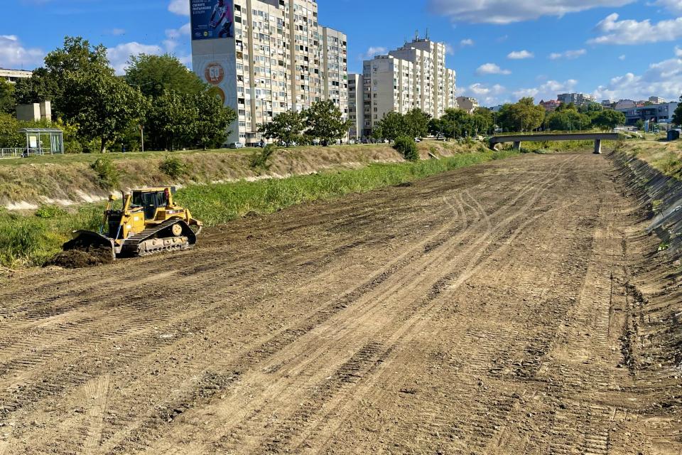 В Ямбол приключи почистването, облагородяването и затревяването на коритото на река Тунджа в два нови участъка. Първият е от пешеходния мост към жилищните...