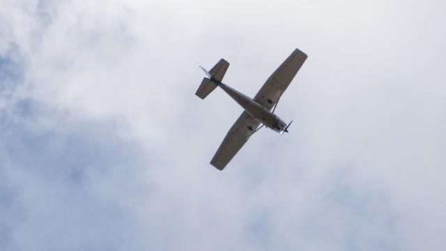 """Самолет от Селскостопанската авиация (АН-2) ще дезинфекцира срещу COVID-19 в квартал """"Райна Княгиня"""" в Ямбол. Препаратът, който ще се използва, е безопасен..."""