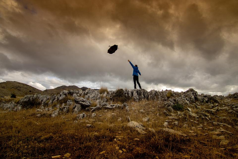 Оранжев код за обилни валежи и вятър е в сила за 3, само за вятър е в сила за 4 области на Бългрия, сочи справка в НИМХ. Предупреждението за обилни валежи...