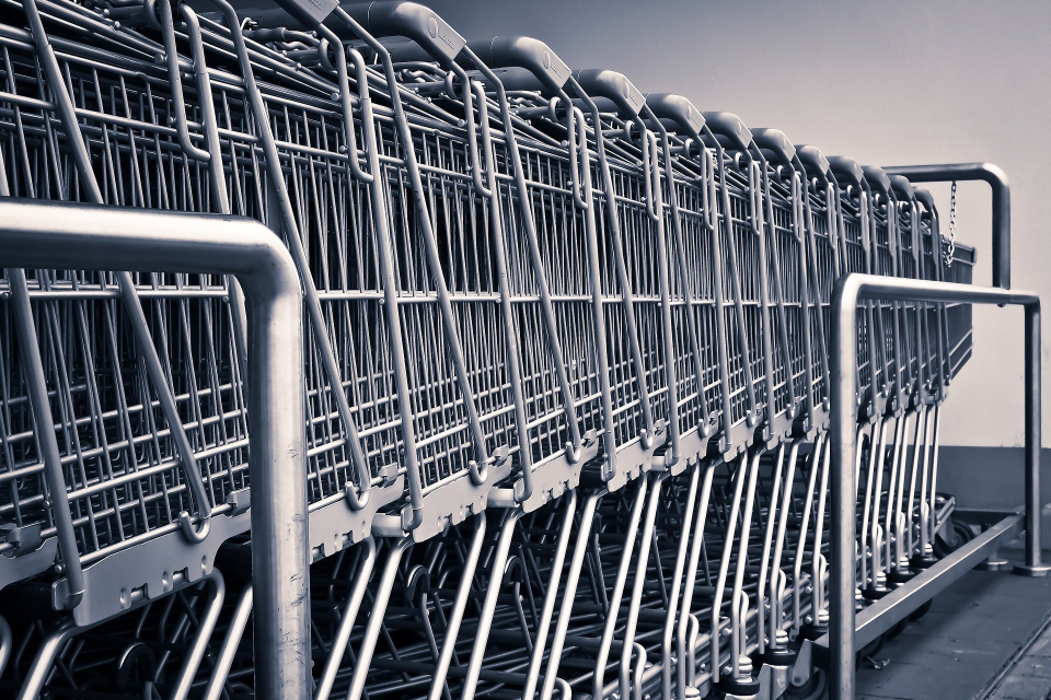 От 14 ноември магазините за хранителни стоки променят режима си на работа, като не допускат хора под 65-годишна възраст да пазаруват между 13:30 и 16:30...