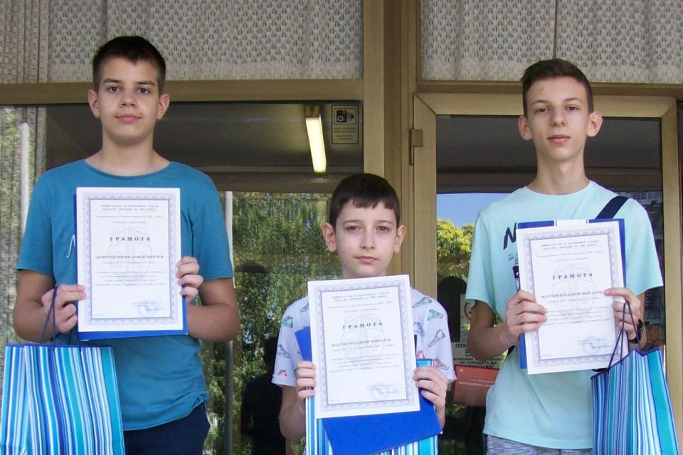 Днес, 2 юли, директорът на ОДМВР-Ямбол старши комисар Калоян Милтенов връчи лично похвалните грамоти и поздрави момчетата за проявената честност и гражданска...