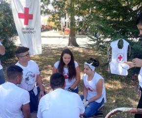 Доброволци от БМЧК направиха демонстрация по първа помощ