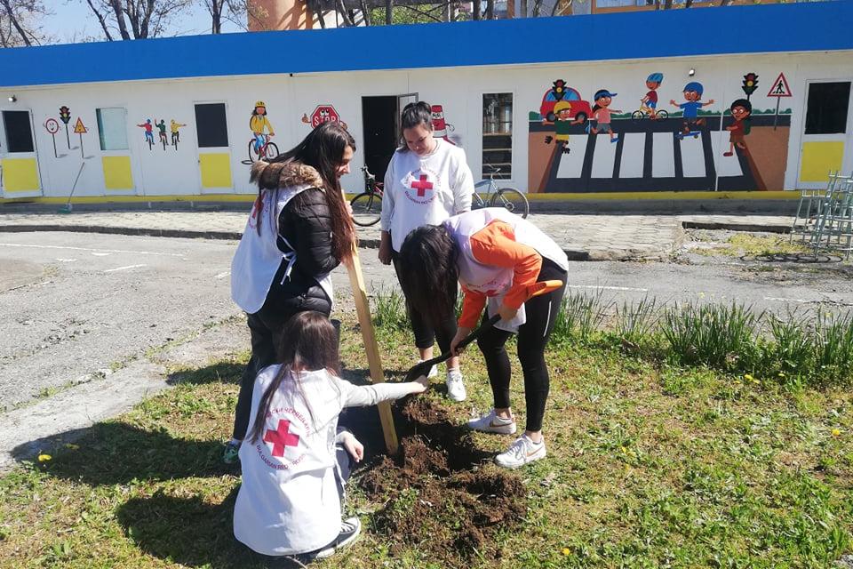 Българският младежки Червен кръст стартира Национална кампания #УмножиДоброто по повод Деня на Земята и във връзка с отбелязване на 100-годишнината на...