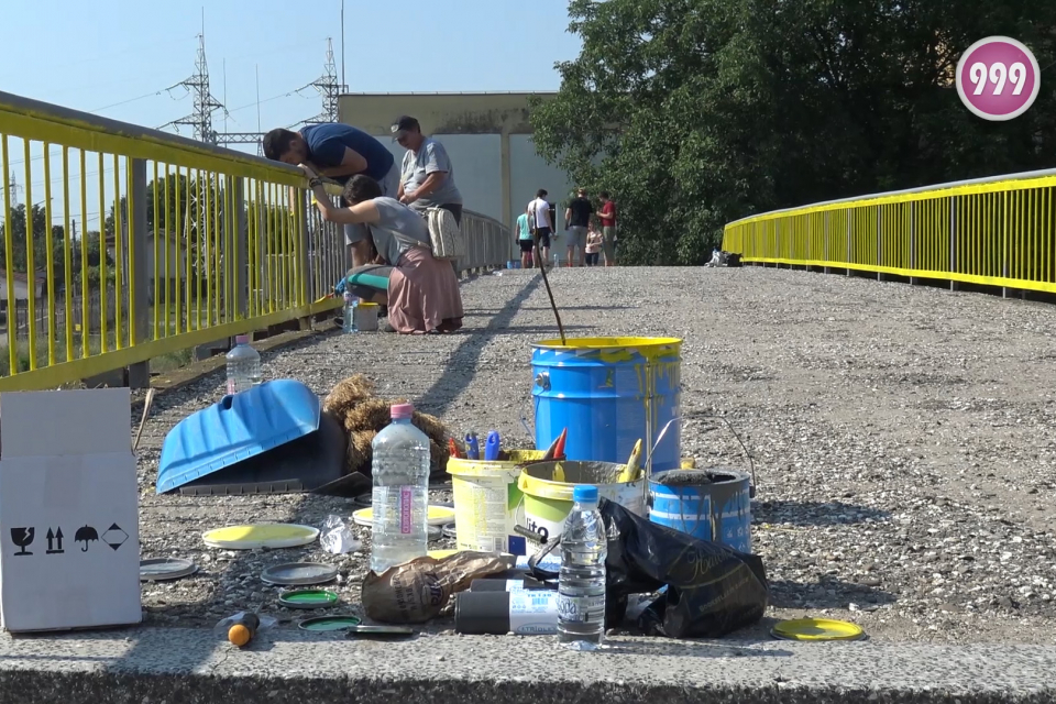Поредният освежен мост в Ямбол вече е факт. Предстои да бъде и осветен. Основни инициатори за обновяване на съоръжението до бившето предприятие Родопа...