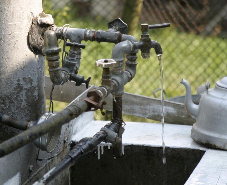 В РУ – Стралджа е образувано бързо производство за незаконно присъединяване към водопреносната мрежа. Вчера в село Атолово, при проверка в частен имот...