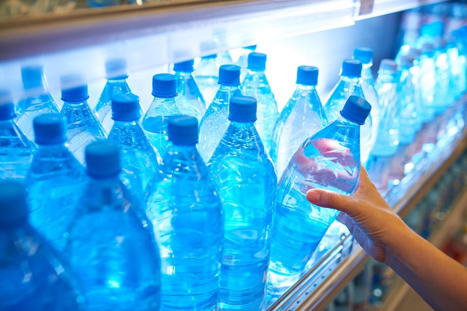 80 тона минерална вода ще бъдат доставени днес на хората в района на Димитровград, където 48 населени места останаха без вода заради замърсяване в канал,...