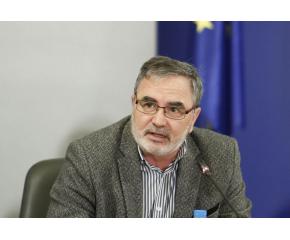 Доц. Ангел Кунчев предупреди да не очакваме цялостно премахване на мерките след 21 декември
