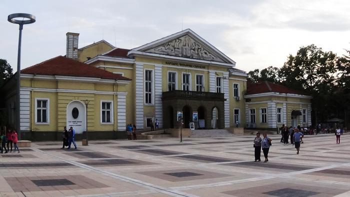 """Драматичният театър """"Невена Коканова"""" ще представи историческия спектакъл """"Ямбол – нашият дом завинаги"""". Пиесата е посветена на 145-та годишнина от Априлското..."""