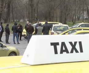 Драстичен спад на клиенти отчитат таксиметровите превозвачи